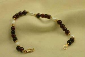 Garnet and Biwa cultured pearl Gold Bracelet