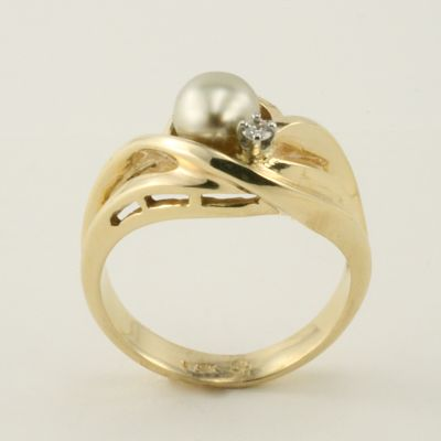 # 6094 14K Gold Pearl Ring one of a kind