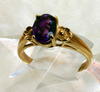Ring, Oval facet Amethyst set in 14 K Yellow Gold