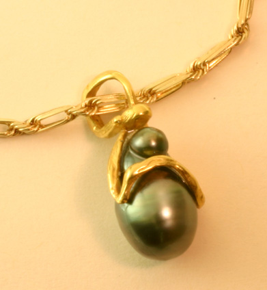 "Black South Sea Pearl ""Madonna"""