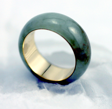 moss green jadeite jade and 18 K eternal band # 9732